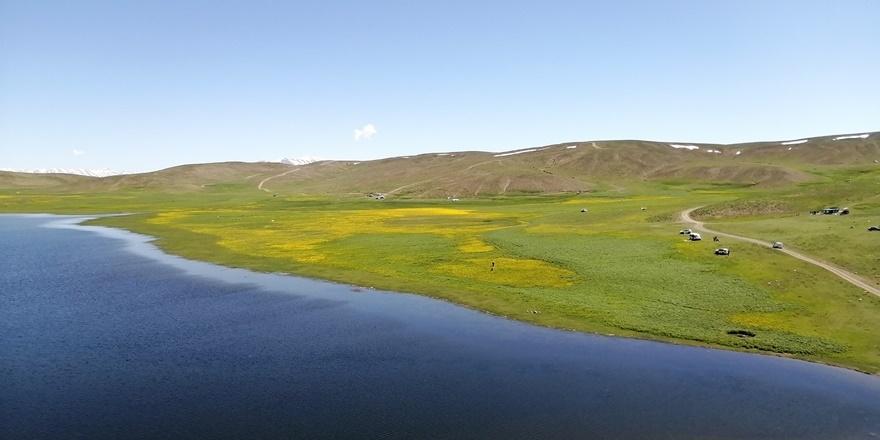 Urartular döneminden kalan Keşiş Gölü hayran bırakıyor 3