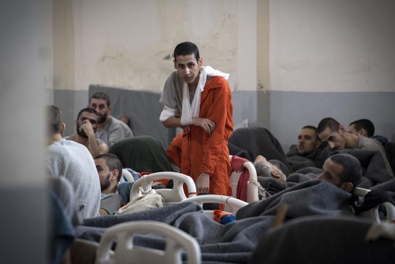 5 bin IŞİD militanının tutulduğu hapishaneden fotoğraflar 3