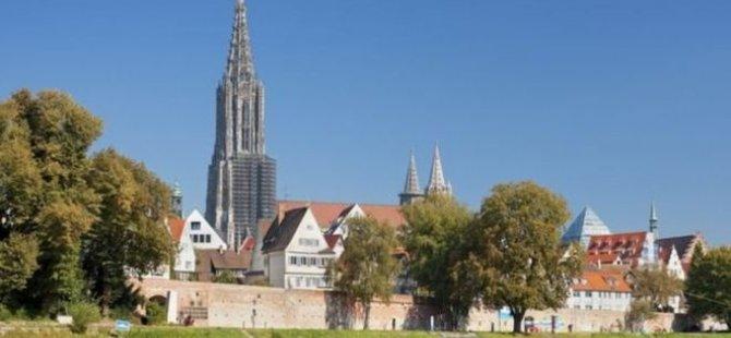 Almanya'da çağrı: Kilise duvarına işemeyin