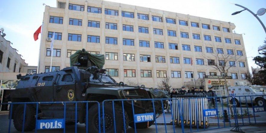 HDP'li 8 belediyeye kayyım atandı