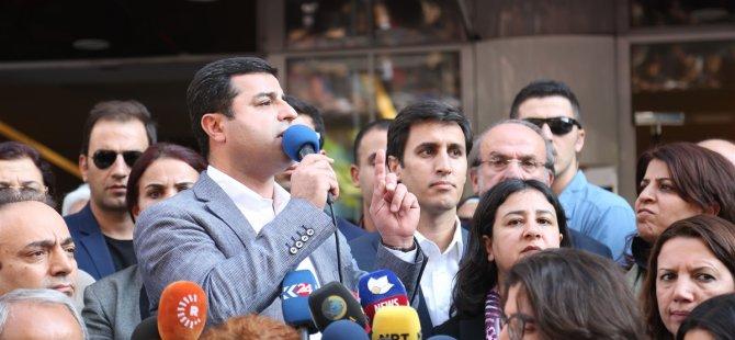 """Demirtaş: """"Biz belediye eş başkanlarımızın görevlerinin iadesini istiyoruz"""""""
