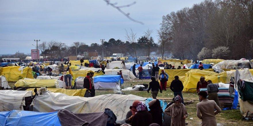 Yunanistan: Türkiye mülteci çadırlarını yaktı
