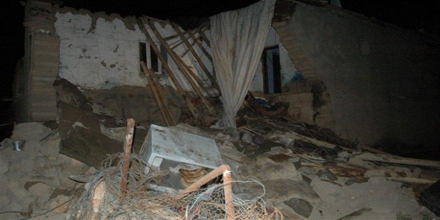 Diyarbakır'da kerpiç ev çöktü: 9 çocuk göçük altında kaldı