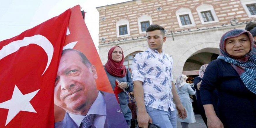 Economist: Türkiye'nin TL'yi savunma şekli akıllıca değil