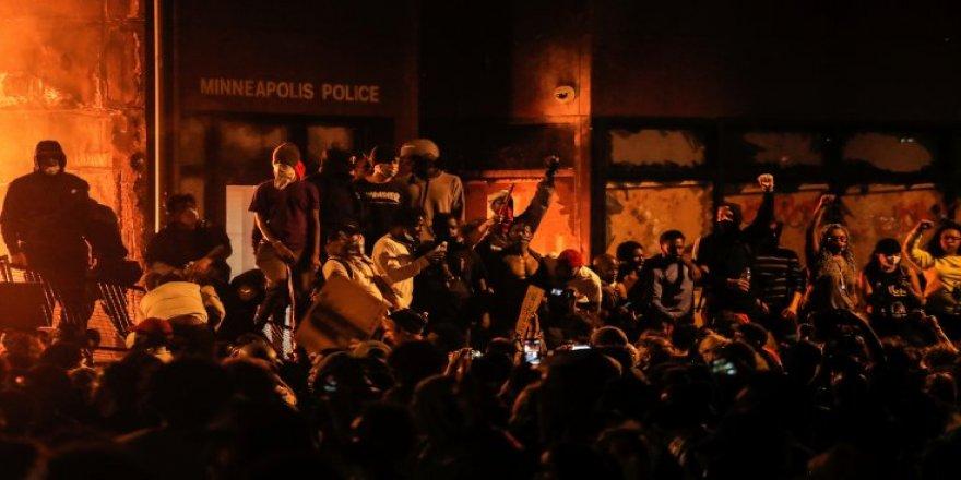 Trump'tan protestoculara tehdit: Çapulculuk başlarsa, ateş açılır