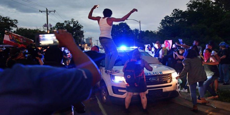 Siyahi Amerikalı Floyd'un öldürülmesine yönelik protestoların ardından orduya 'hazır ol'