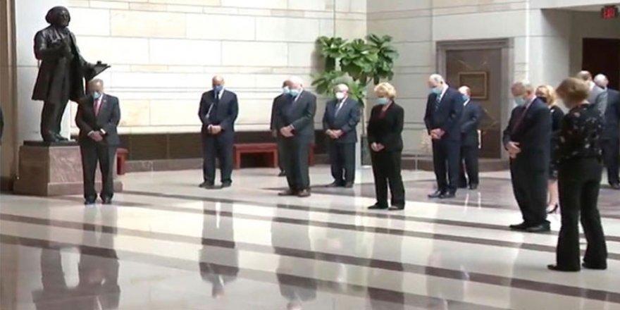 Senatörler, Floyd için 8 dakika 46 saniye saygı duruşunda bekledi