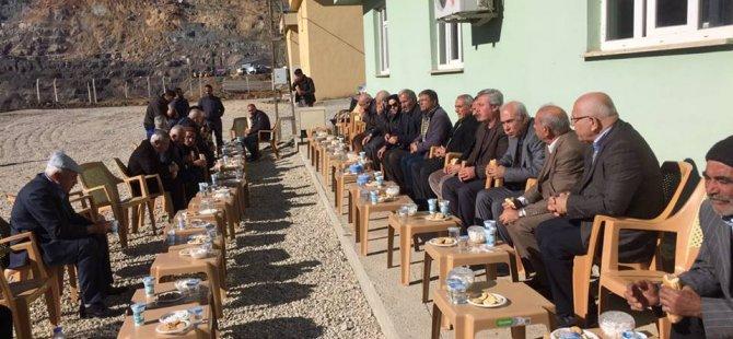 PAK Şirvan'da Göçük alanını ziyaret etti, halkının acısını paylaştı