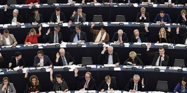 Avrupa Parlamentosu Türkiye ile müzakereleri geçici olarak dondurdu