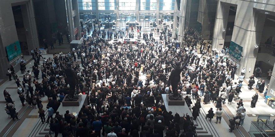 AKP'nin yasasına karşı yüzlerce avukat İstanbul Adliyesi'ndeydi