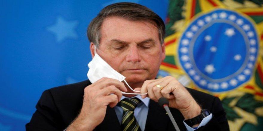 Maskesini çıkaran Bolsonaro'ya gazetecilerden dava