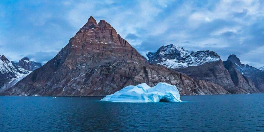 Grönland'da büyük bir buzul parçalandı