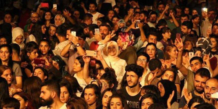 Festivalimizde Kürtçe şarkı söylemek Yasak!