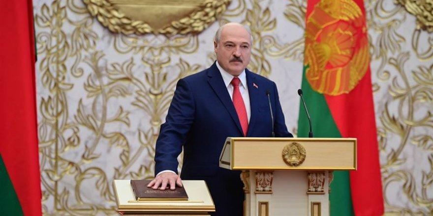 Lukaşenko protestolara rağmen yemin ederek göreve başladı