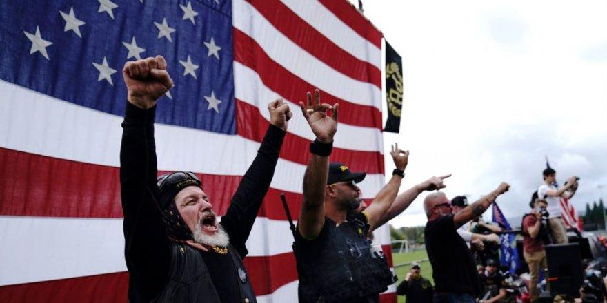 Trump'ın Irkçı Grubu Açıkça Kınamamasına Tepkiler