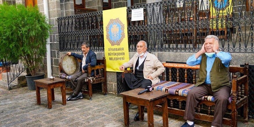 Diyarbakır'da dengbej divanları kaldığı yerden devam ediyor