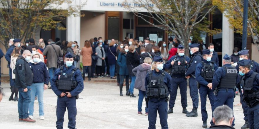 Fransa'da Başı Kesilen Öğretmen Cinayetinde 9 Gözaltı