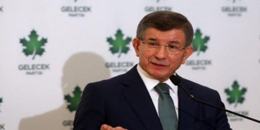 Davutoğlu: Ülkeyi Bahçeli yönetiyor