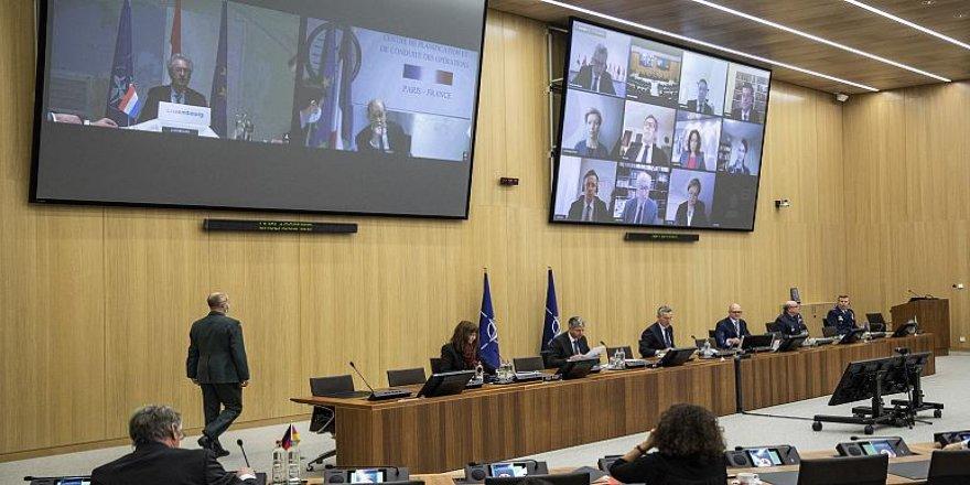 Pompeo ve Çavuşoğlu'dan NATO toplantısında karşılıklı sert suçlamalar