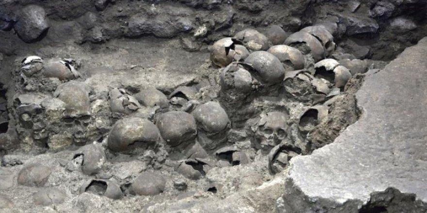 Meksika'da bulunan Aztek kafatası kulesinin yeni kısımları gün ışığına çıktı