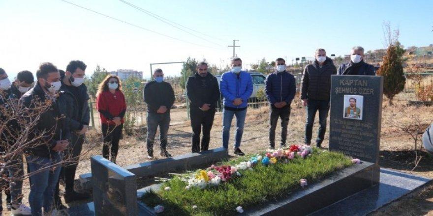 Amedspor kaptanı Şehmus Özer mezarı başında anıldı