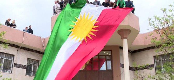 Kerkük'te Meclis kararıyla Kürdistan bayrağı göklere çekildi