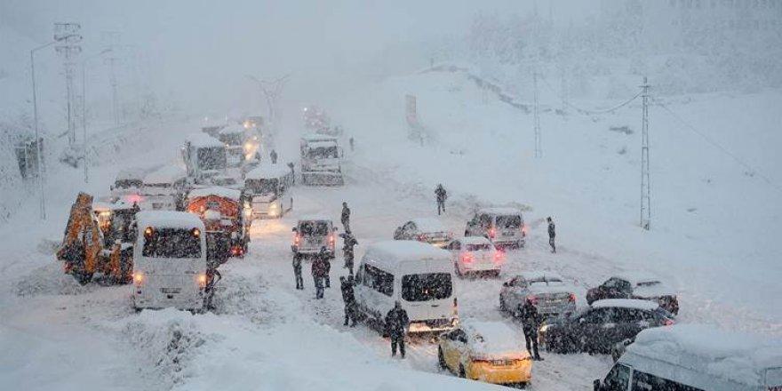 Van, Hakkari, Bitlis ve Muş'ta 471 yerleşim birimine ulaşım sağlanamıyor