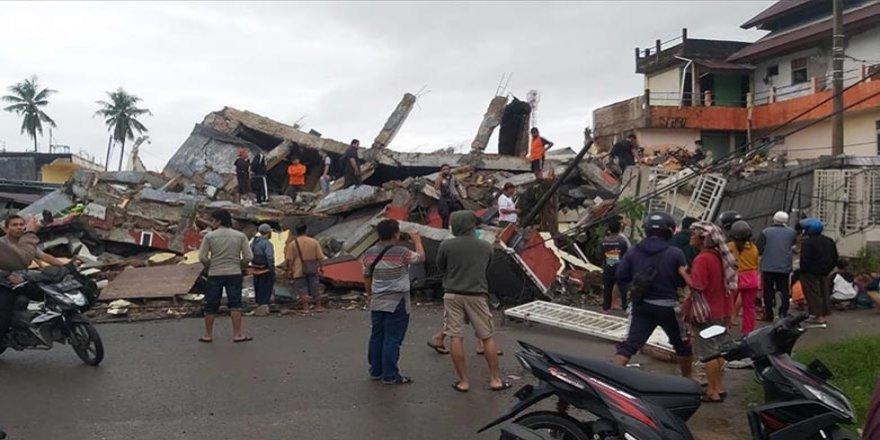 Endonezya'da deprem: Onlarca ölü, yüzlerce yaralı