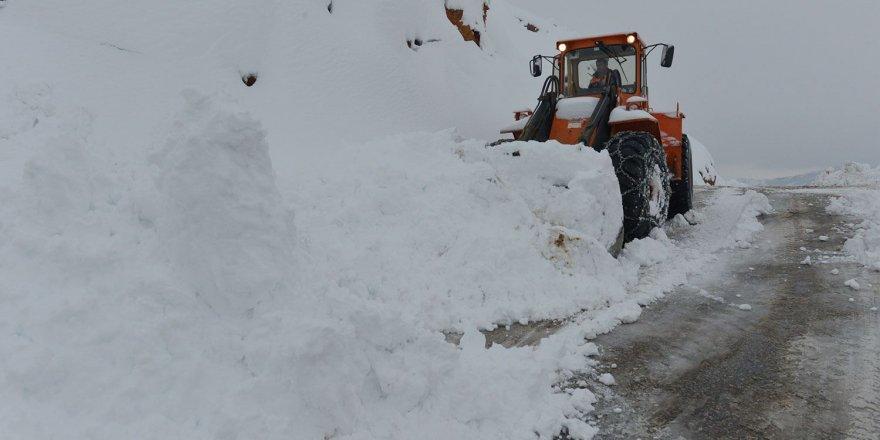 Dersim'de kar 144 köy yolunu ulaşıma kapattı