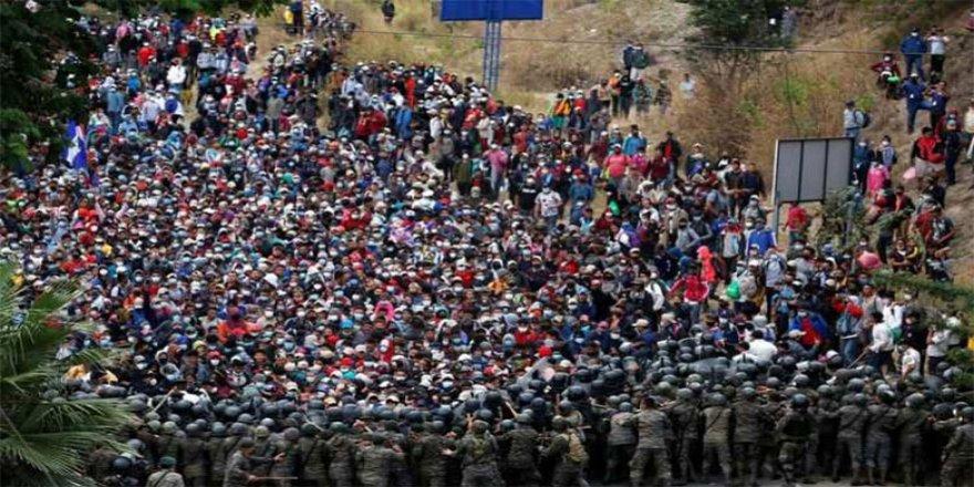ABD'ye gitmeye çalışan 9 bin göçmene ordu müdahale etti