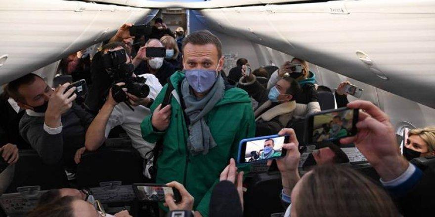 Moskova'ya dönen Navalnıy gözaltına alındı!