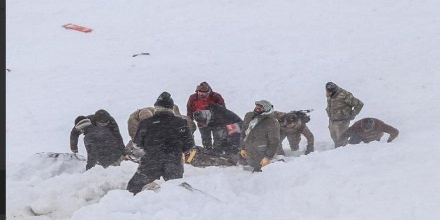 İran sınırında çığ: 5 kolber halen kayıp