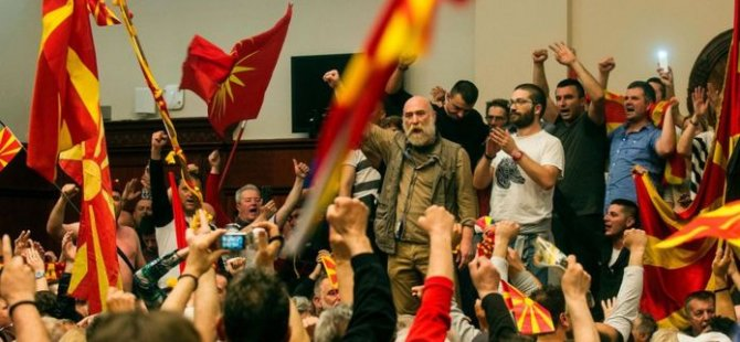 Makedonya'da milyetçiler Meclis binasını bastı