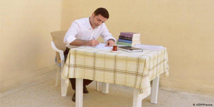 Selahattin Demirtaş'ın avukatları tahliyesi için AYM'ye başvurdu