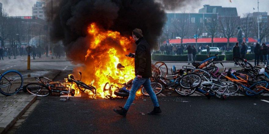 Hollanda'da korona protestosu yağma eylemlerine dönüştü
