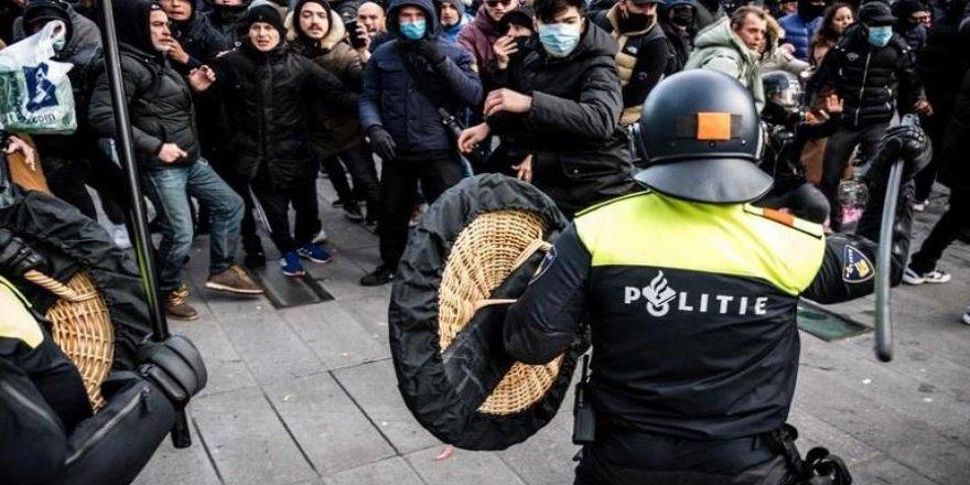 Hollanda'da sokağa çıkma yasağı protestolarında 4. gün: 470 gözaltı