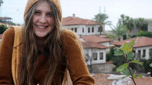 'Kırmızı fularlı kız' Rakka'da yaşamını yitirdi