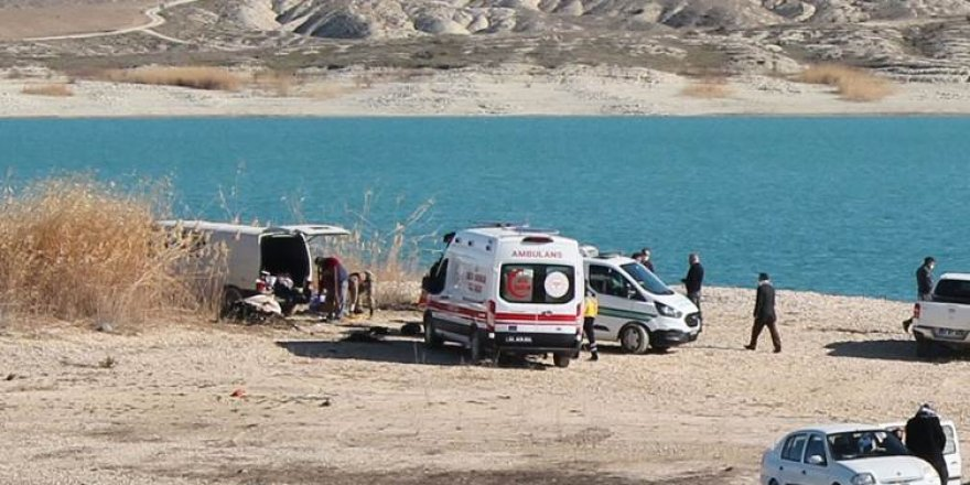 Urfa'da baraj kenarındaki panelvanda 3 kişi ölü bulundu