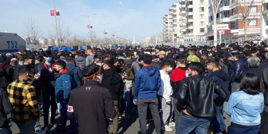 Diyarbakır'da 100'e yakın gözaltı: 35 kişi serbest