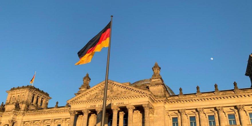 Almanya'da memurlara 'dini sembol' yasağına Türkiye'den tepki