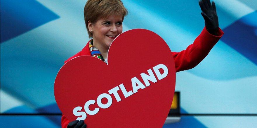 Bağımsızlık yanlısı İskoç Ulusal Partisi'nin seçim zaferi