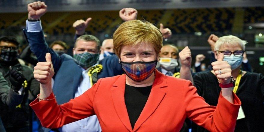 Seçimlerden zaferle çıkan İskoç Milliyetçi Partisi'nden bağımsızlık için referandum sözü