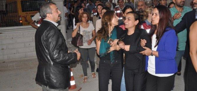 """HDP """"Düşmanlık ektiğinizde barbarlık biçersiniz"""""""