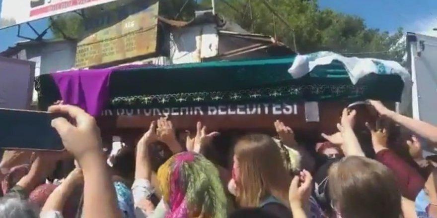 PAK, Kürt Kızı Deniz Poyraz'ın İzmir'deki Cenaze Törenine Katıldı
