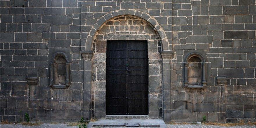 Diyarbakır Surları'ndaki tarihi Dağkapı, yerine monte edildi
