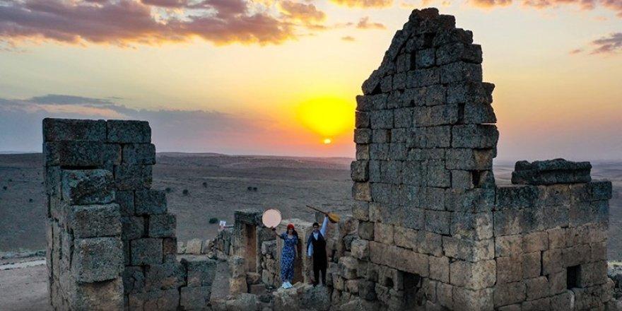 Zerzevan Kalesi'nde gün batımı görsel şöleni