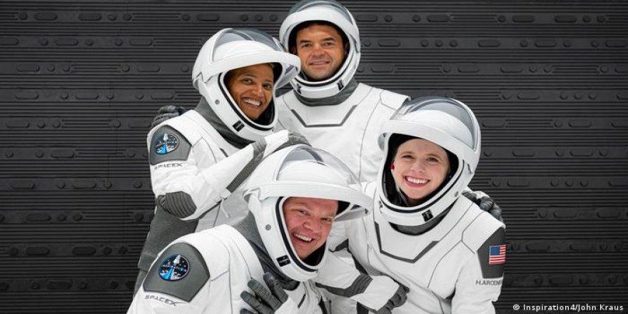 Uzay turistleri yola çıktı