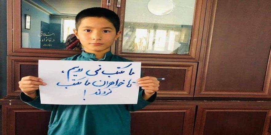 """Taliban okulları sadece erkeklere açtı, erkek öğrenciler karşı çıktı: """"Kız kardeşim gitmiyorsa ben de gitmiyorum"""""""