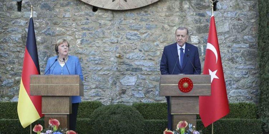 Angela Merkel: Ben Erdoğan'ı her zaman bireysel haklar ve özgürlükler konusunda eleştirdim