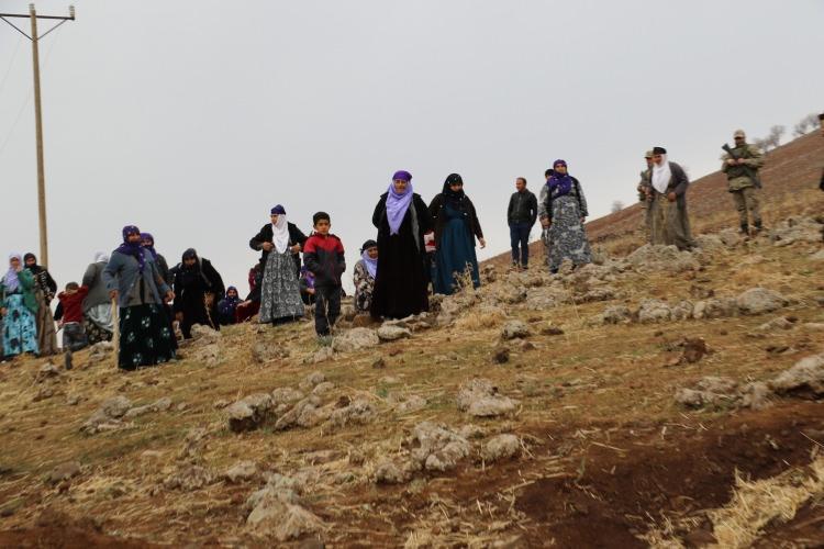 Diyarbakır' Çınar'da mezarlar ortadan kayboldu!